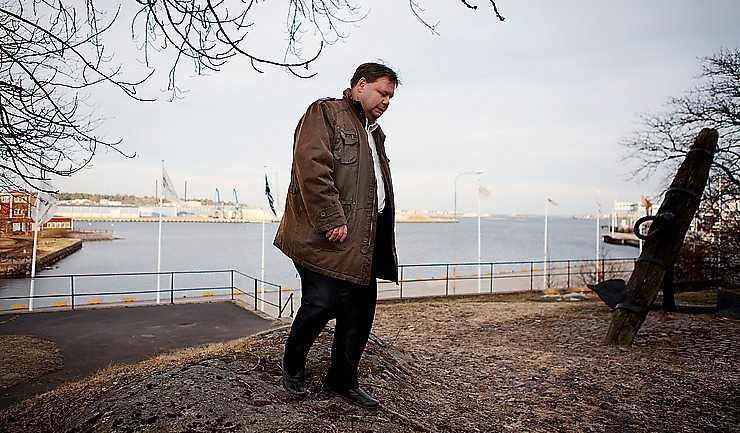 """Peter Wretlund, kommunalråd (S) i Oskarshamn, har umgåtts med Håkan Juholt sedan de båda var tonåringar. """"Många jämför honom med Persson, men för mig är han mer lik Palme med sitt enorma internationella engagemang""""."""
