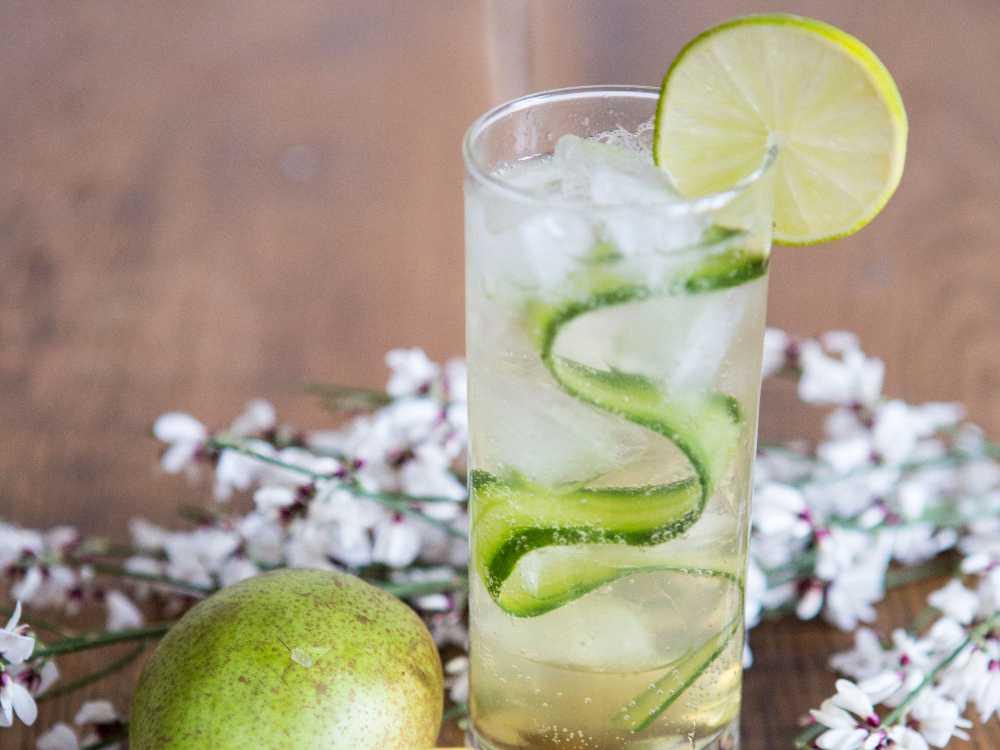 Alkoholfri drink med päron, gurka och citron