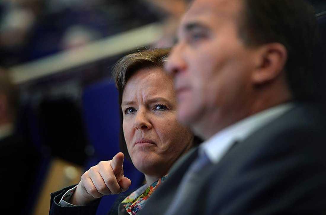 """Carin Jämtin underströk fler än en gång vikten att partiet ska vara """"ett""""."""