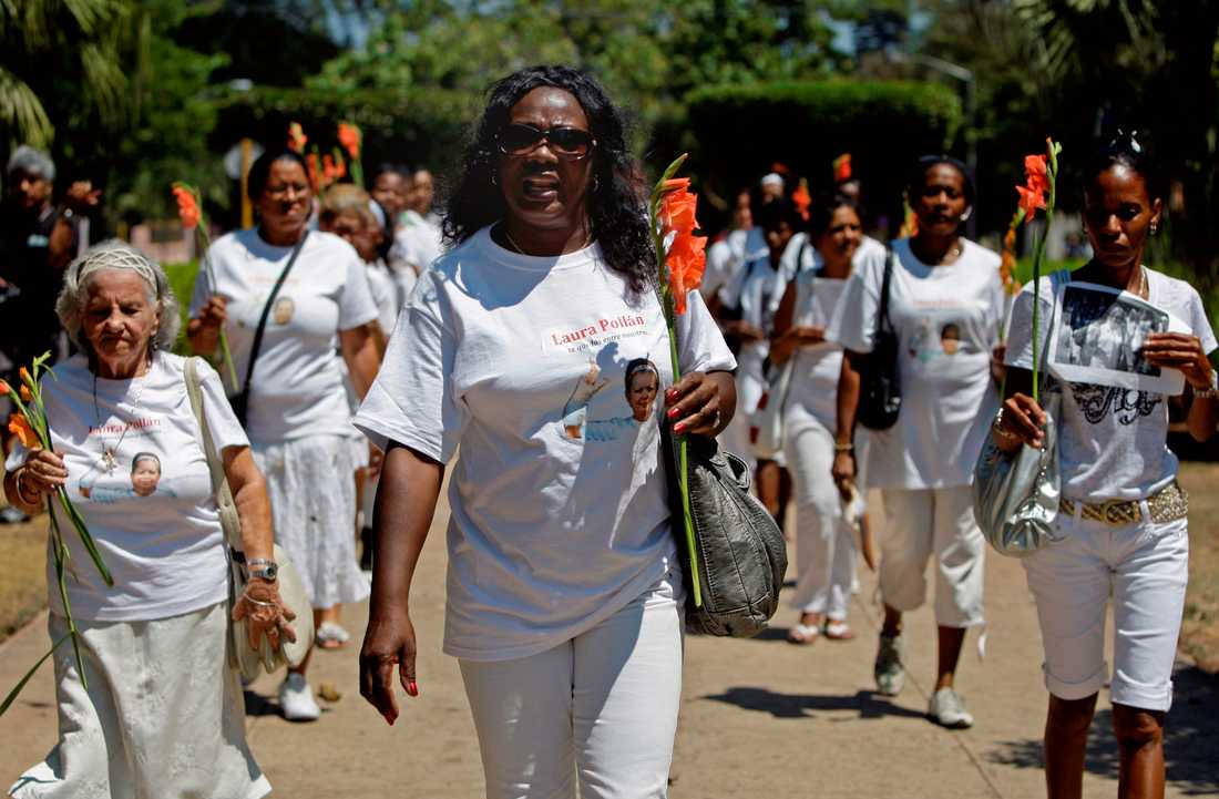 """Damas de blanco, """"Kvinnor i vitt"""", demonstrerar för sina fängslade anhöriga i Havanna 2012."""