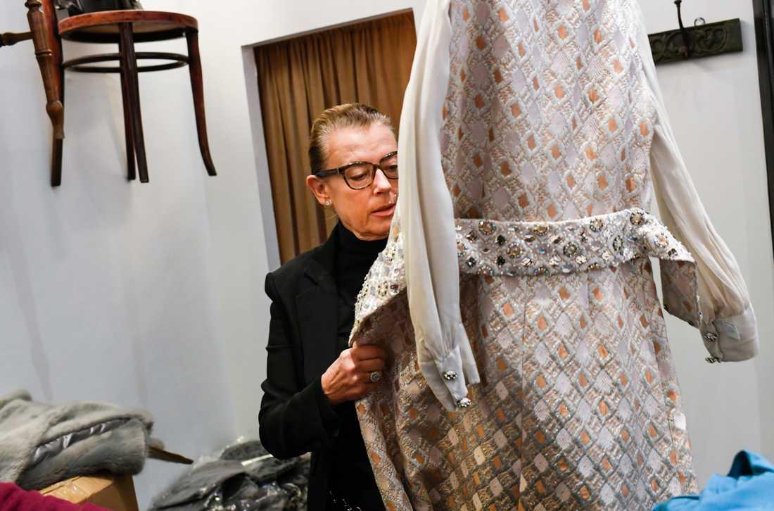 Festkläder från förr håller en helt annan kvalitet än det som säljs i butiker i dag. Men storlekarna är ofta små.