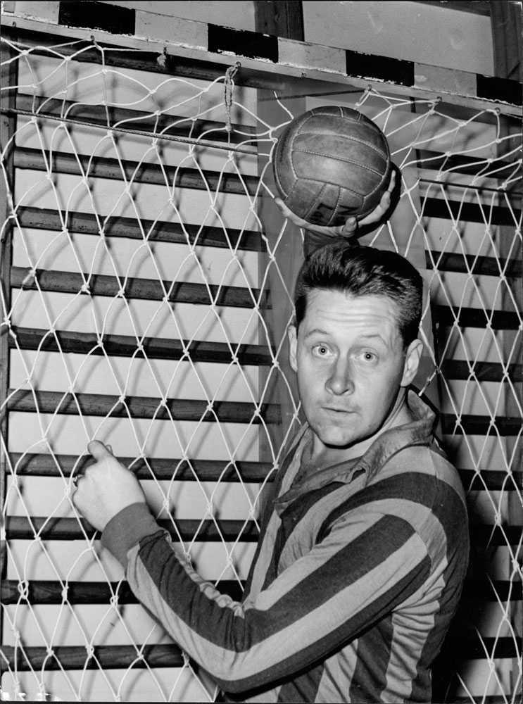 På handbollsträning som studerande i statsvetenskap 1962.