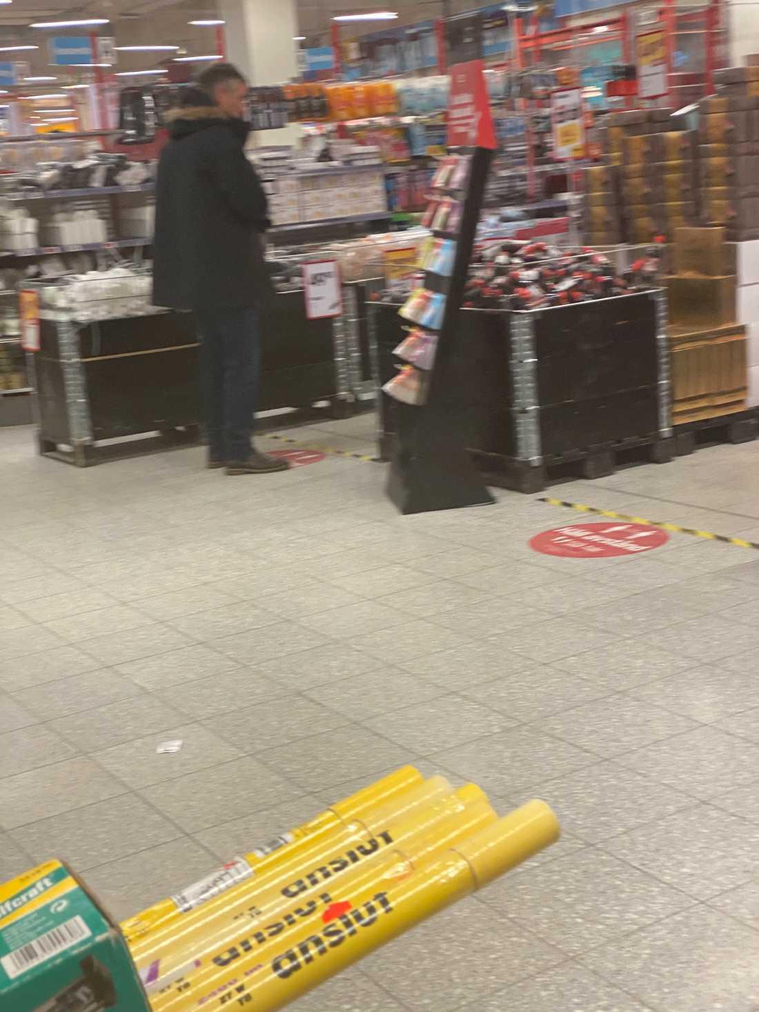 Tegnell besökte Jula för att köpa sågkedjeolja.