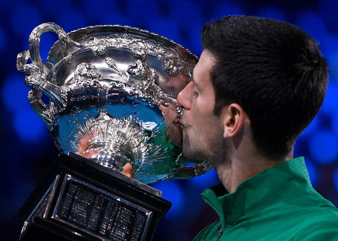 Djokovic tog hem femsetaren.