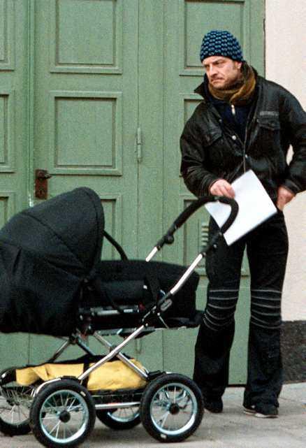 Jonas Gardell och Mark Levengood har sonen Amos, 3, och lilla dottern Olga.
