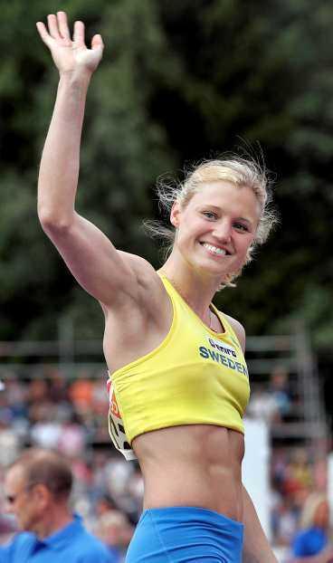Skyndar långsamt Kirsten Belin har haft svårt att ta sig tillbaka till friidrottsscenen efter att hon fått en stressfraktur i foten 2003. Sedan dess har hon bytt både tränare och stavar - igår blev hon fenomenal tvåa i Europacupen i Gävle.