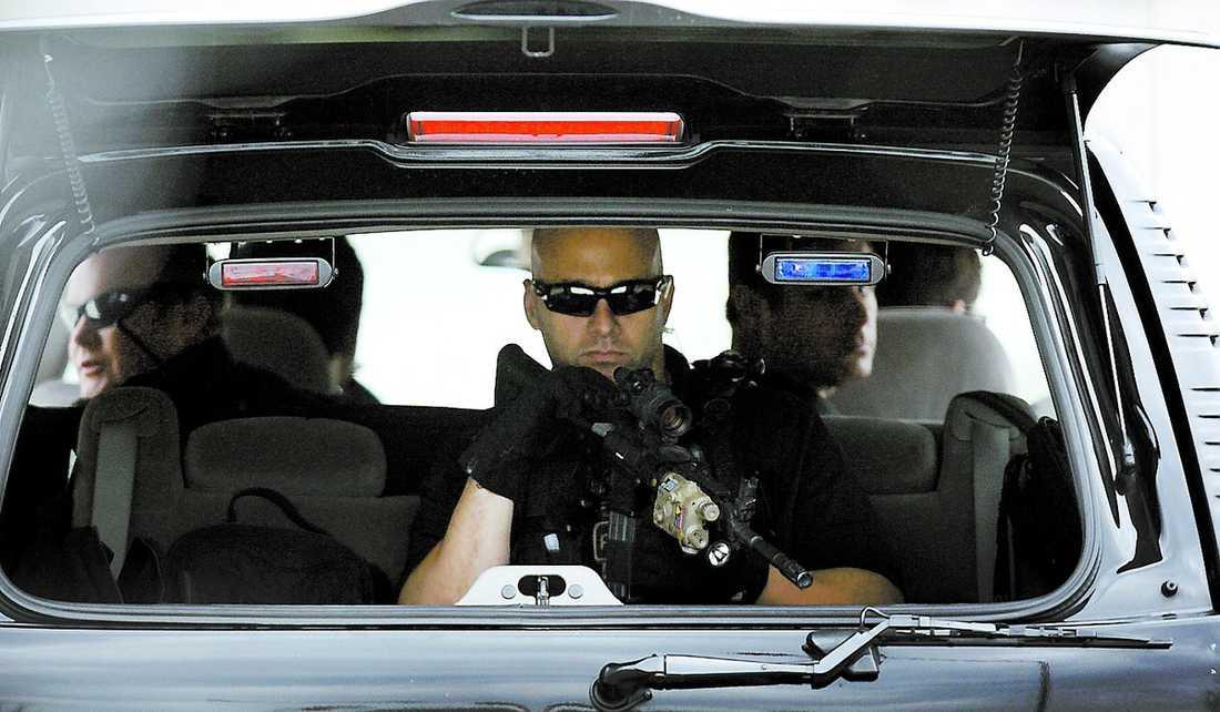 ELDKRAFT Tungt beväpnade män från Secret Service eskorterade presidenten till ett möte i Chicago i torsdags.