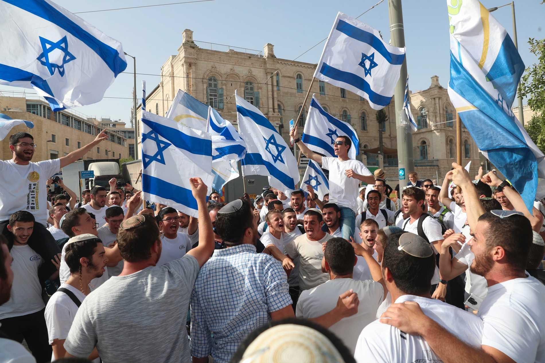 Den traditionsenliga flaggparaden ställdes in på Jerusalemdagen den 10 maj, då bilden är tagen. Men nu har israelisk polis gett grönt ljus till att genomföra den på tisdag.