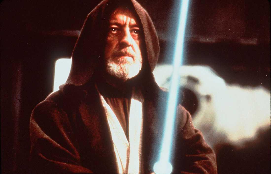"""Alec Guinness i rollen som Obi-Wan Kenobi i """"Stjärnornas krig"""" – en roll han avskydde så mycket att han såg till att få karaktären dödad."""
