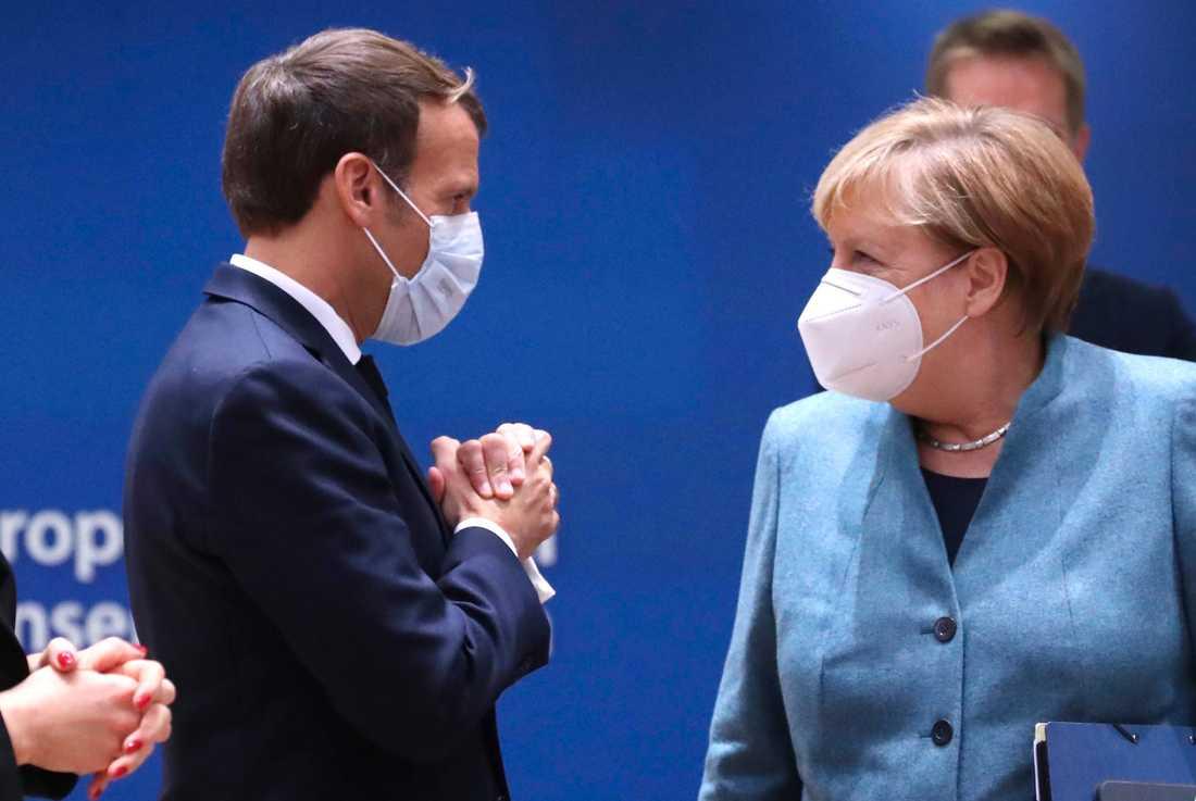 Frankrikes Emmanuel Macron talar med Tysklands Angela Merkel på ett EU-möte i oktober.