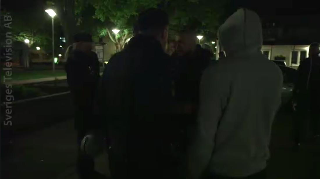 Polisen och gängen i Oxhagen möts.