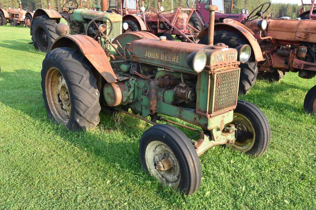 En John Deere-traktor från 1938 var en av godbitarna som såldes på auktionen.