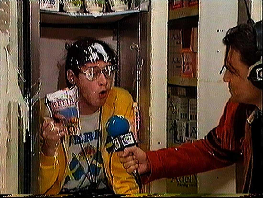 """""""NILE CITY"""" """"Sudden"""", en engagerad """"sportkommentator"""", refererar i Killinggängets kultserie från 1995 en rad olika alternativa sporter. I ett avsnitt kommenterar han """"Kalle Anka-cupen i parallellyoghurt""""."""