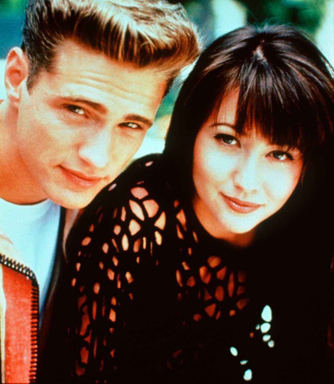 "Jason Priestley och Shannen Doherty i tv-serien ""Beverly Hills""."