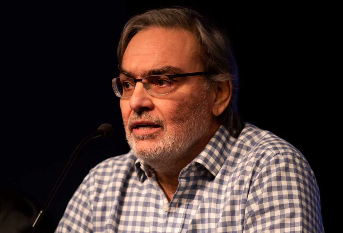 Argentinas energiminister Gustavo Lopetegui under en presskonferens om det stora strömavbrottet.