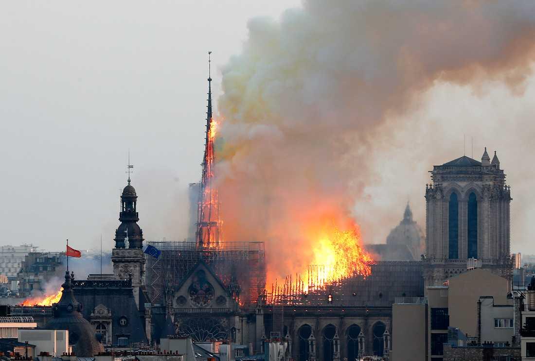 Spiran kollapsade under storbranden. Nu ska arkitekter tävla om hur den nya spiran ska se ut. Arkivbild.