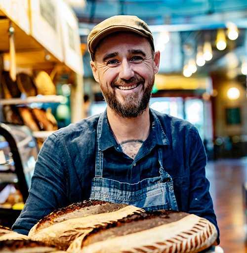 Sébastien Boudet är ofta med som kock och bagare i TV4:s nyhetsmorgon och som en av programledarna för Dessertmästarna i Kanal 5.