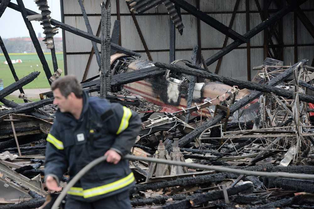 Fem flygplan totalförstördes i hangarbranden i Höganäs.