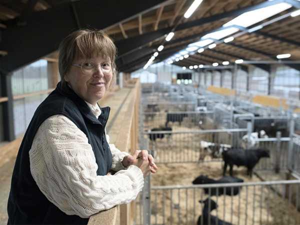 """Anna Hessle, forskare på SLU: """"Vi ska försöka ge konsumenter olika aspekter på miljöpåverkan""""."""