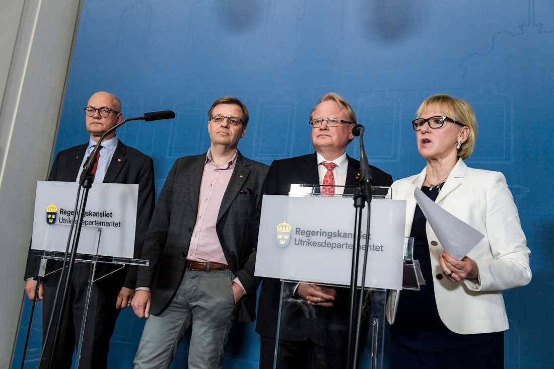 Björn Jansson (S), regionstyrelsens ordförande på Gotland, Per-Ola Mattsson (S), kommunstyrelsens ordförande i Karlshamn, utrikesminister Margot Wallström (S) och försvarsminister Peter Hultqvist (S) håller en pressträff på UD efter ett möte angående det ryska gasledningsprojektet Nord Stream 2.