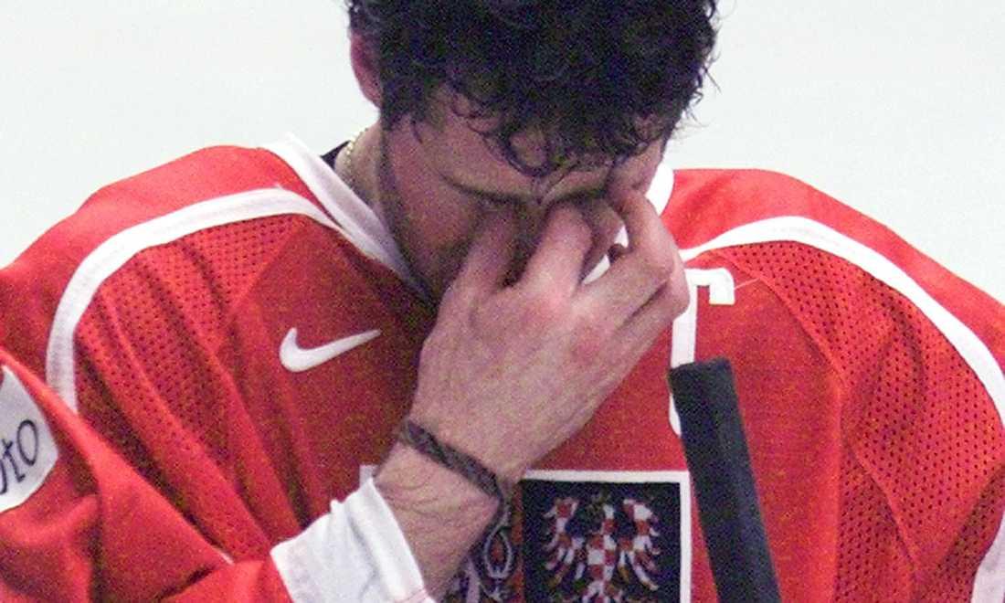 Jagr deppar efter att Tjeckien blivit utslaget i kvartsfinalen mot Ryssland (1-3) i VM 2002.