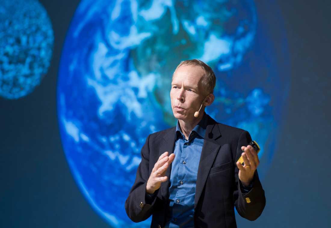 Johan Rockström, professor och chef för Potsdam institut for climate impact research, säger att vi har tio år på oss att vända utvecklingen.