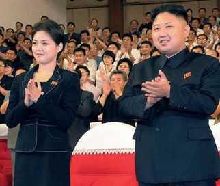 Systern Kim Yo-jong och Kim Jong Un vid första uppenbarelsen, 2012. Då spekulerades det i att hon skulle vara diktatorns flickvän.