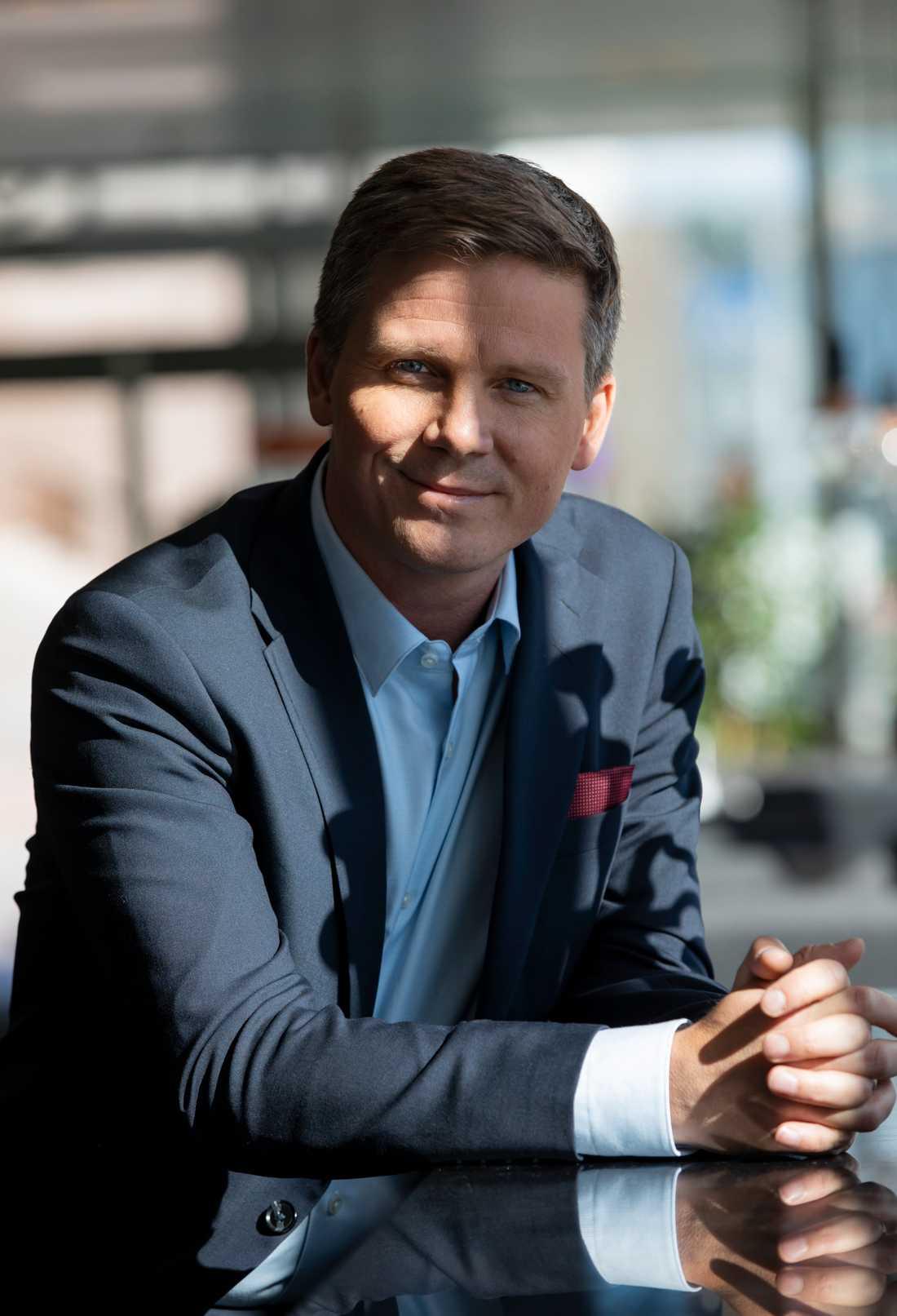 Erik Ullenhag har meddelat att han hoppar av jakten på partiledarposten.