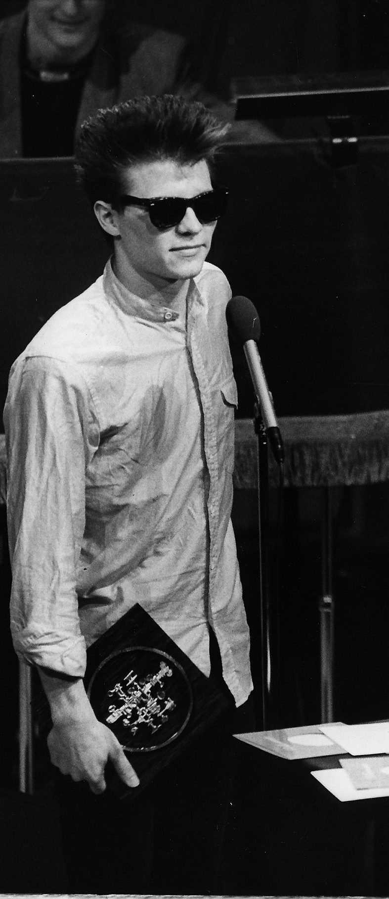 Jakob Hellman får en Grammis 1989 för Bästa manliga rockartist.