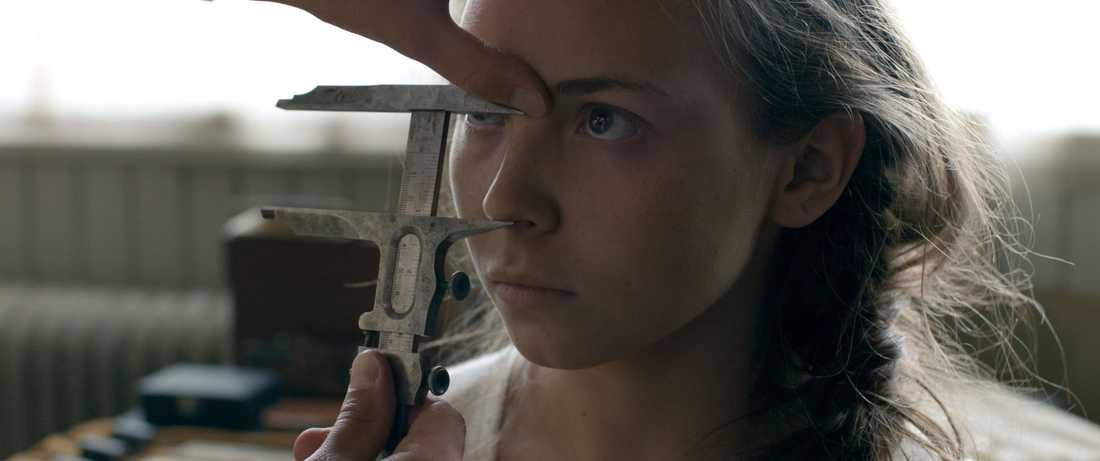 Filmens huvudperson är 14-åriga Elle Marja.
