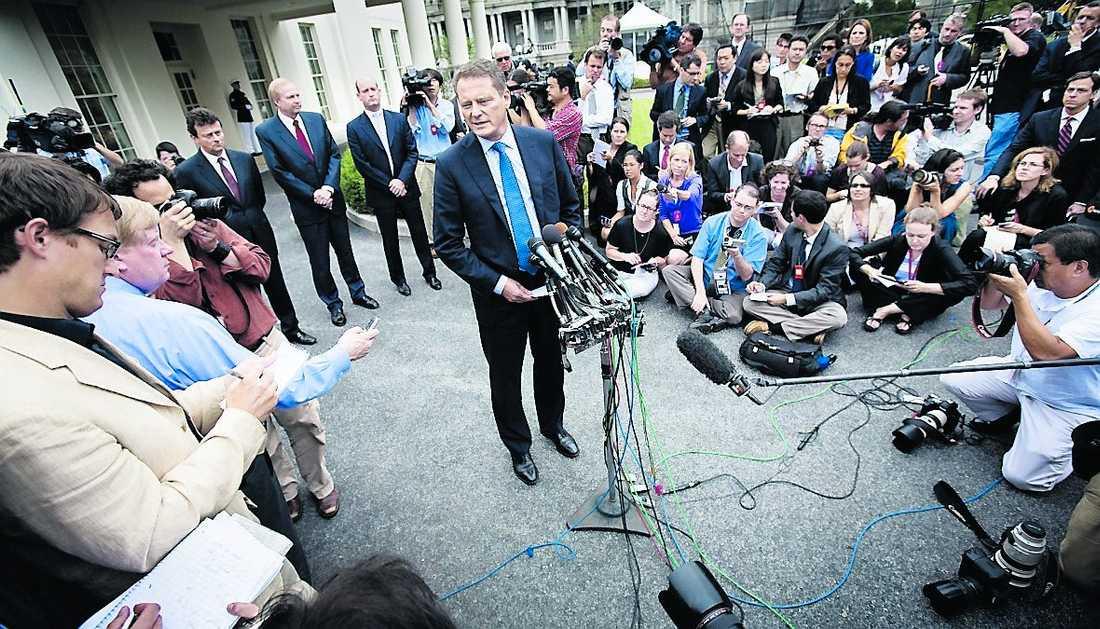 """""""bryr sig om det lilla folket"""" Efter mötet med Barack Obama i Ovala rummet mötte Carl-Henric Svanberg media. BP-ordföranden sa att oljebolaget bryr sig om det lilla folket – något som har väckt starka reaktioner i USA."""