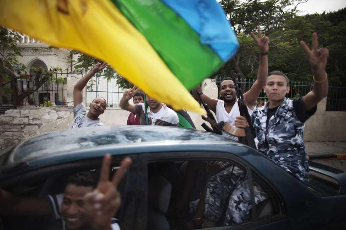 Glädjescener på Tripolis gator.