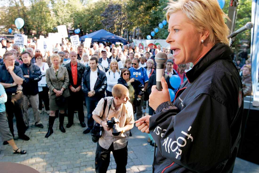 Siv Jensen kampanjar inför valet 2005 i Norge