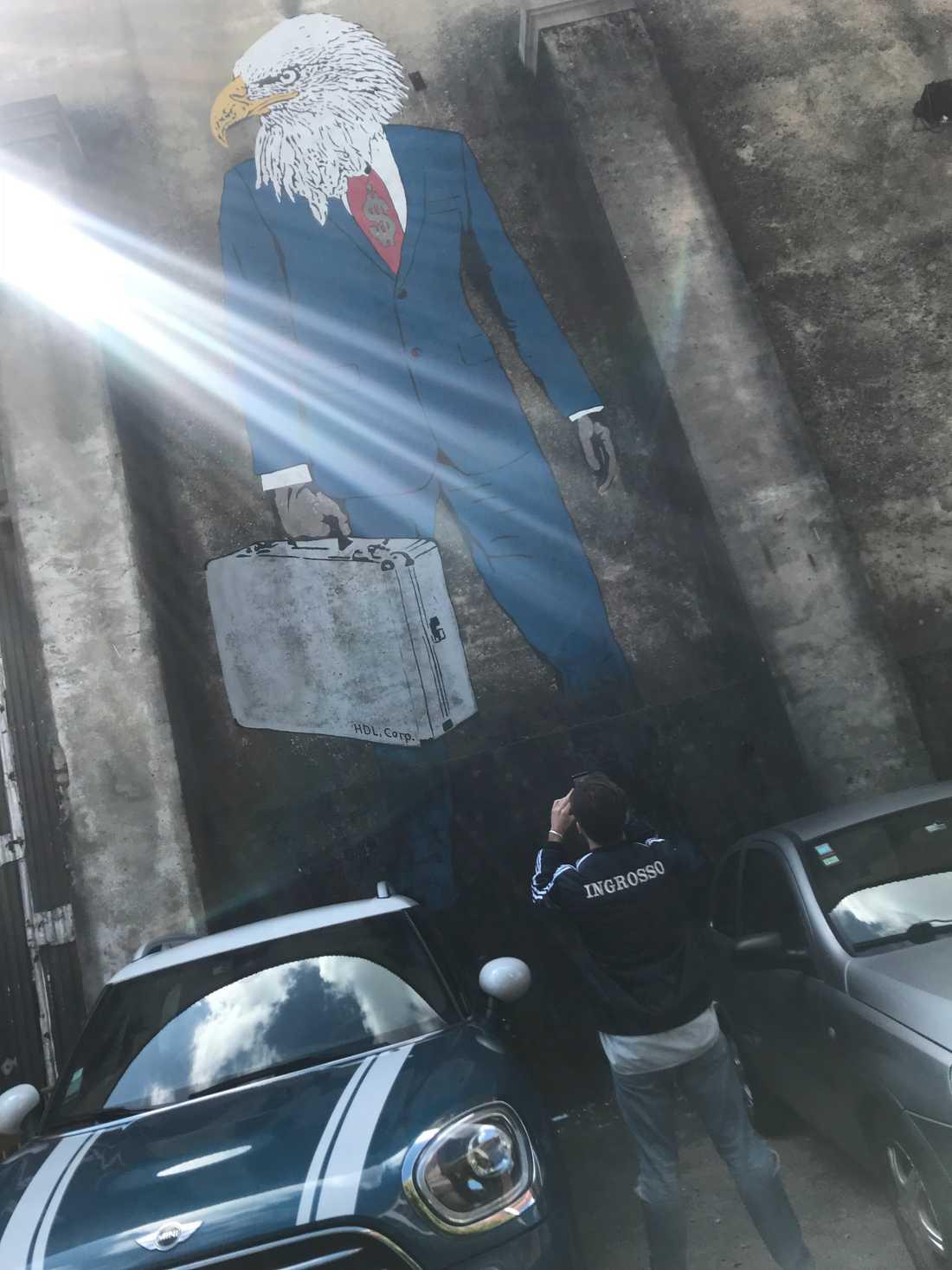 Benjamin Ingrosso fick en guidad graffiti-tur i Lissabon under torsdagen