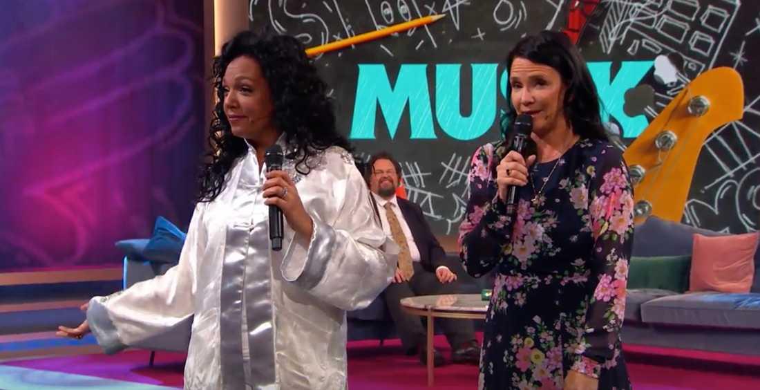"Gigi Hamilton och Sofia Wistam sjunger Freestyles hit ""Fantasi""."