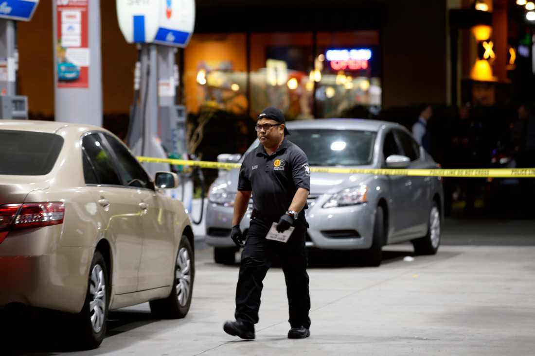 Polis på platsen i Orange County, Kalifornien.