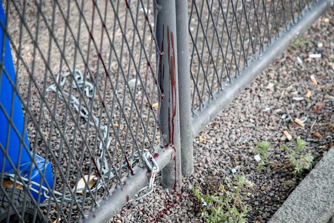 Platsen för knivrånet där en 18-årig man dödades.