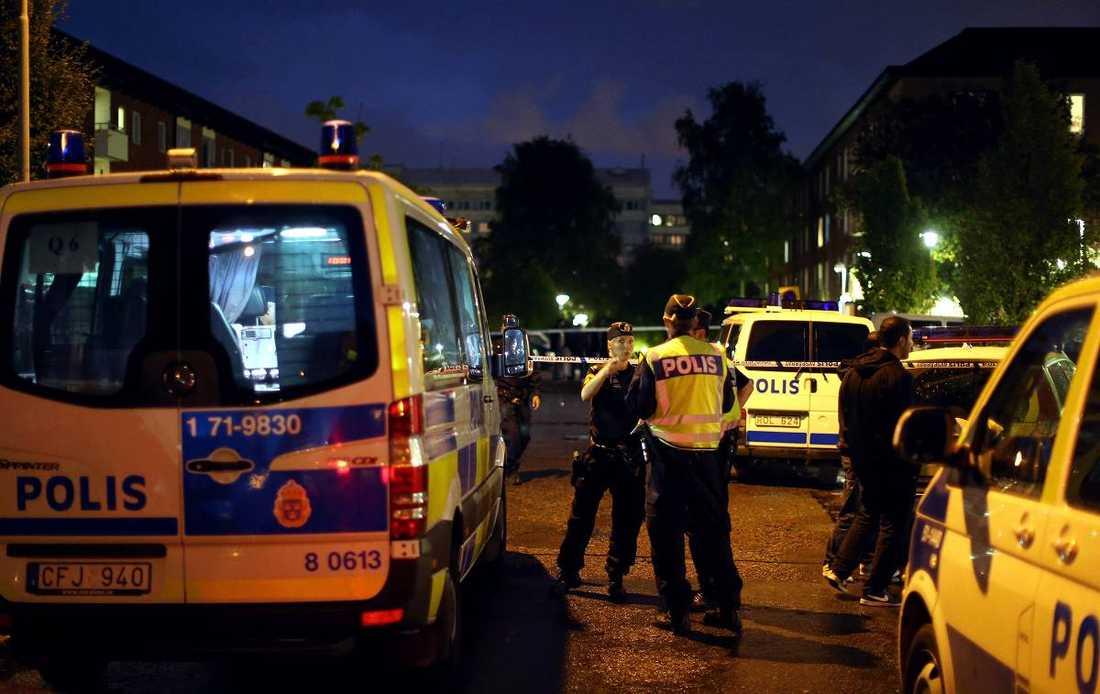 Skottlossningen vid Biskopsgården den 17 september var årets 43:e i Göteborg. Då hade 8 dödats och 23 skadats i gängkriget.