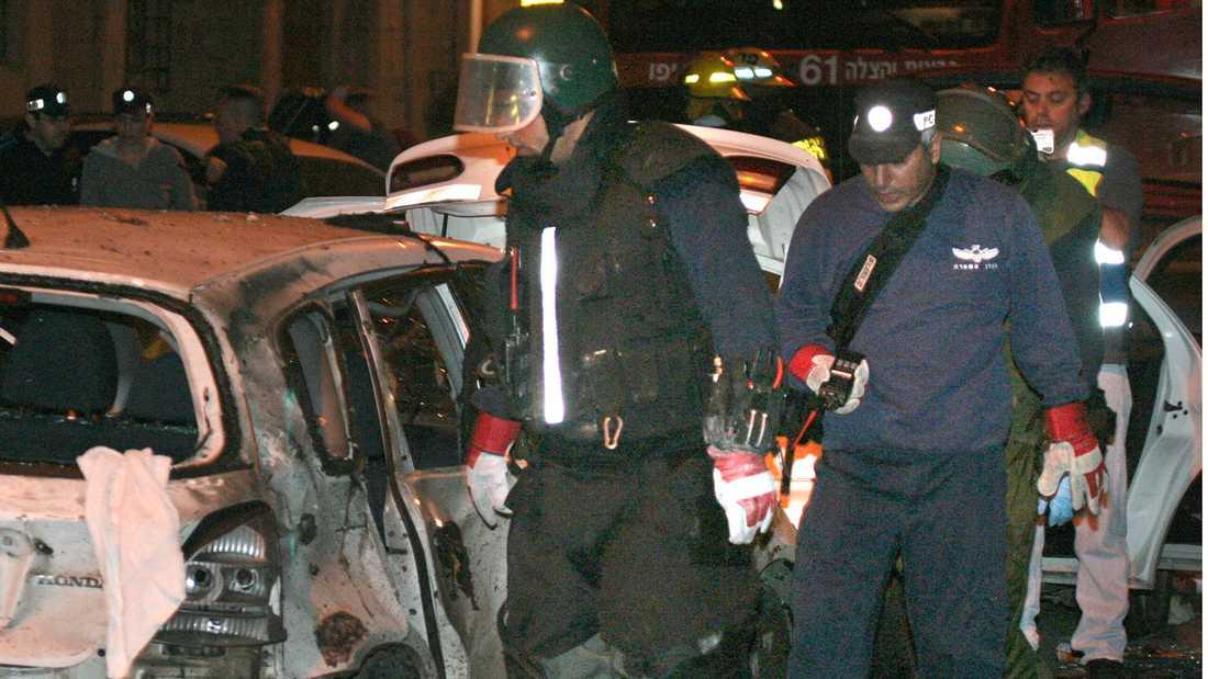 Förödelse efter ett bombåd i Tel Aviv 2005.