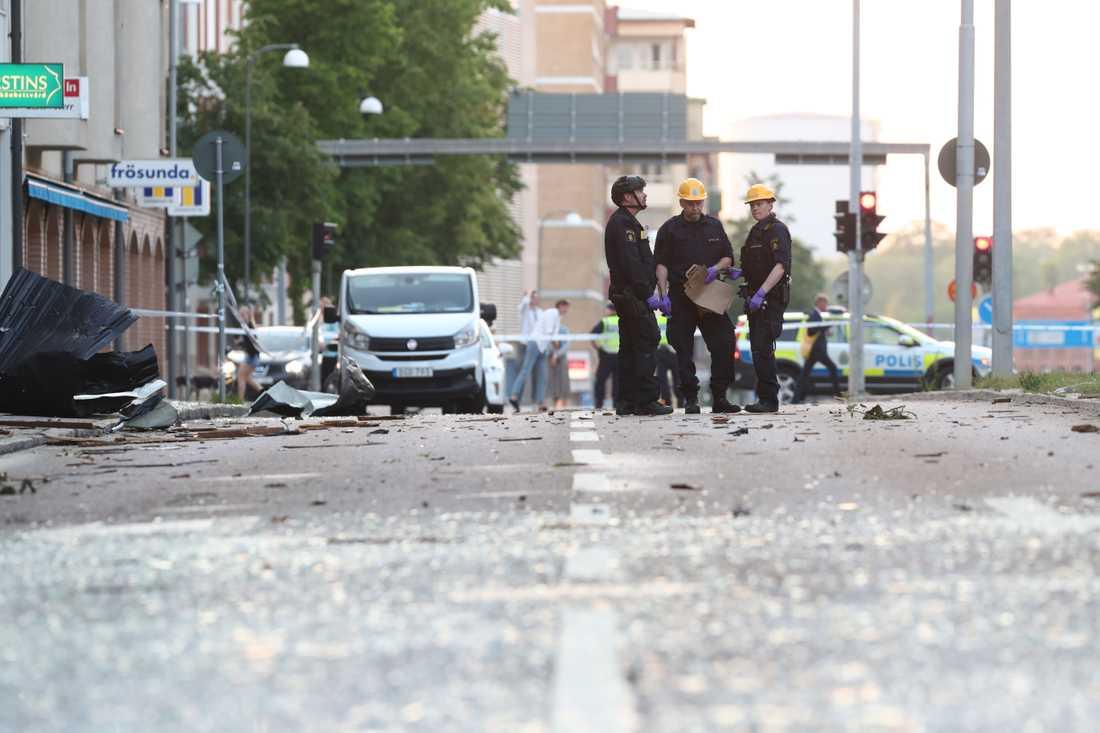 Ett hundratal lägenheter fick skador på fönster och balkonger i den kraftiga explosionen i Linköping den 7 juni. Arkivbild.
