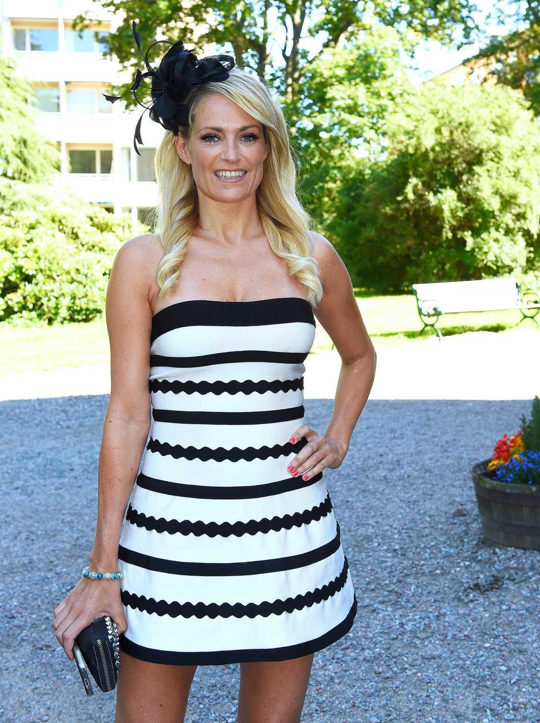 Laila Bagge i klänningen som hon kritiserats för.