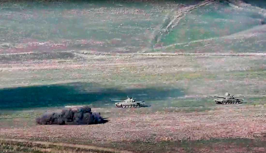 Armenisk beskjutning mot azeriska stridsvagnar. Bilden är från en film distribuerad av Armeniens försvarsdepartement.