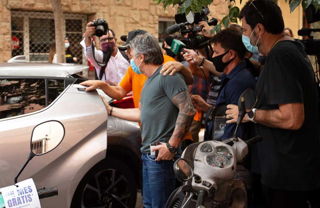Jorge Messi, Lionels pappa, efter mötet med FC Barcelonas president Josep Maria Bartomeu.