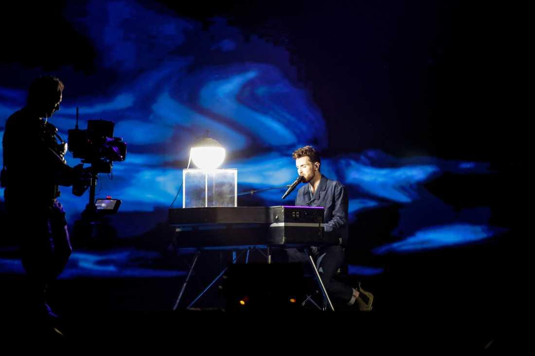 Duncan Laurence repeterar sitt framträdande på Eurovision-scenen i Tel Aviv