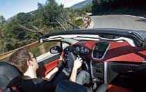 Kvalitetsintrycket är gott i nya Peugeot 207 CC, och fram åker man snudd på furstligt.