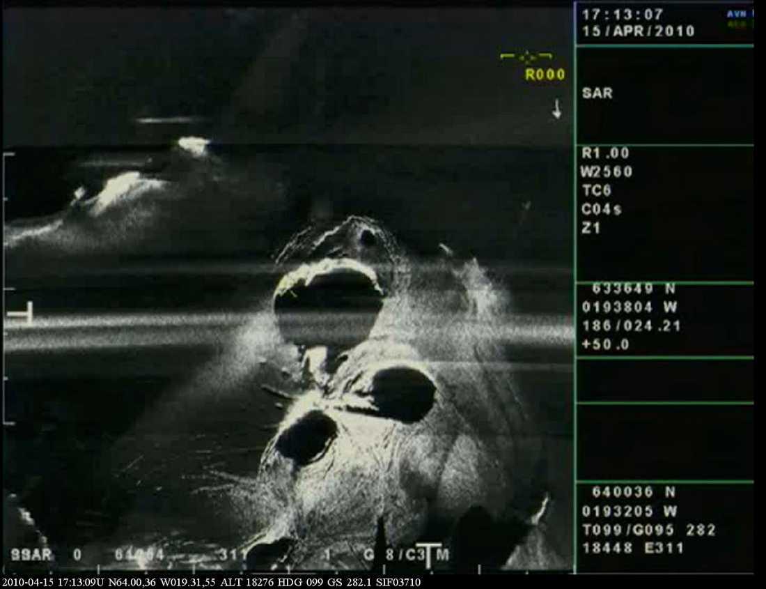Bilder från den isländska kustbevakningen visar vulkanens tre kratrar.