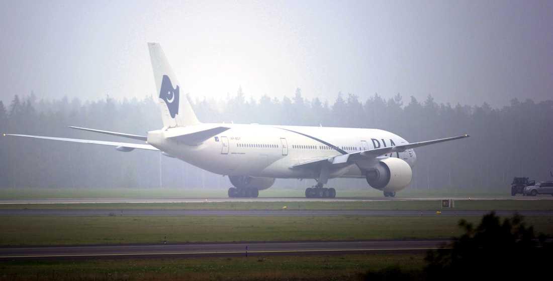 Planet var på väg till Pakistan från Kanada när det tvingades landa på Arlanda.