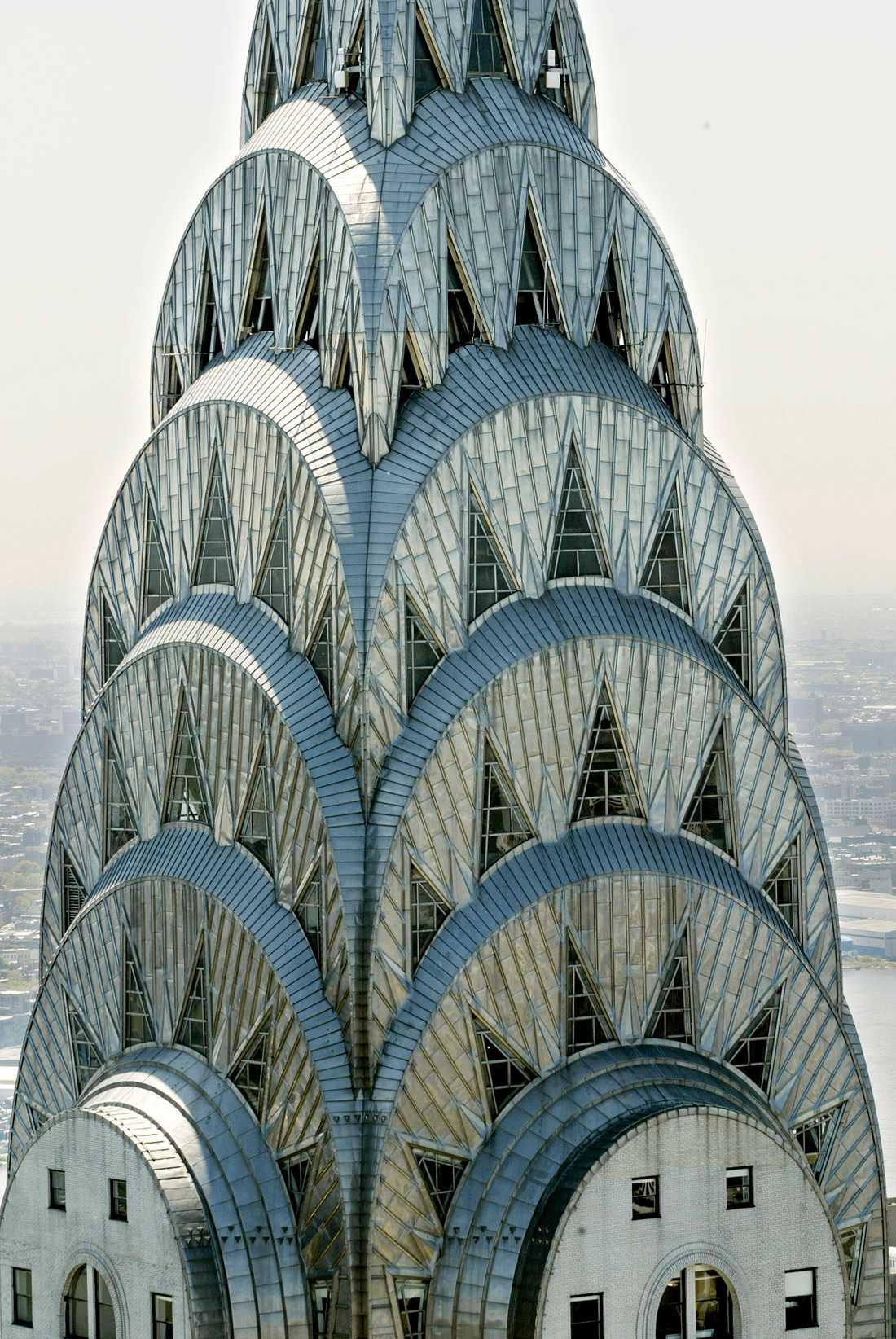 Toppen på art déco-byggnaden gör att byggnaden sticker ut. Arkivbild.