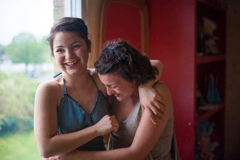 Trauma Skildringen av tvillingarna Julia och Johannas flykt från Azerbajdzjan blir ibland något ensidig.