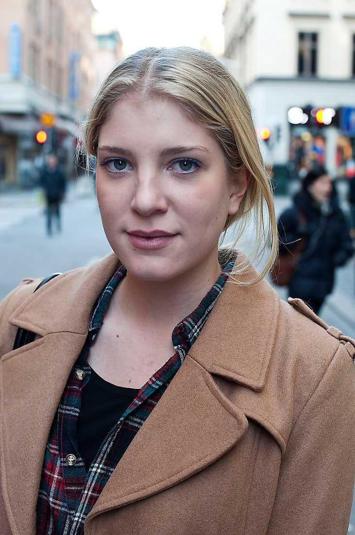Känner du dig rädd när du går i mörker? Michelle Dietz, 19, aupair och student, Hamburg: – Det är okej, men jag undviker vissa områden. Måste jag vistas  i närheten av dem går jag en omväg. Jag har en kompis som har blivit våldtagen, så jag är försiktig.